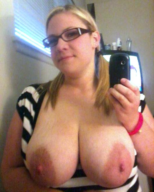 femme nue exhibe sexe dans le 31